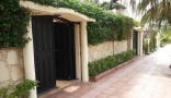 Holiday letting Beach side Luxurious 4 Bedrooms Villa Ref 1096